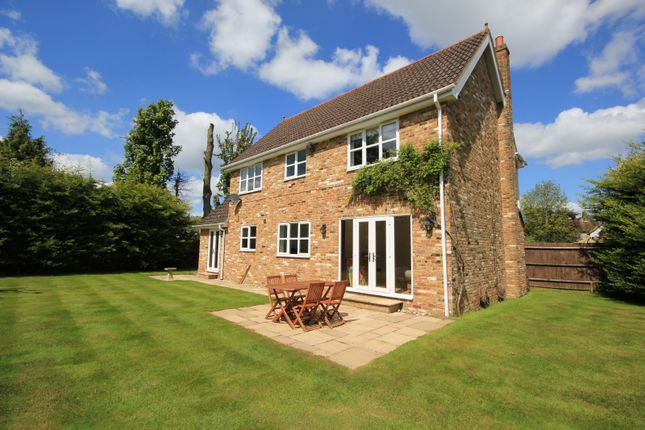 Thumbnail Detached house for sale in Lacewood Gardens, Reading