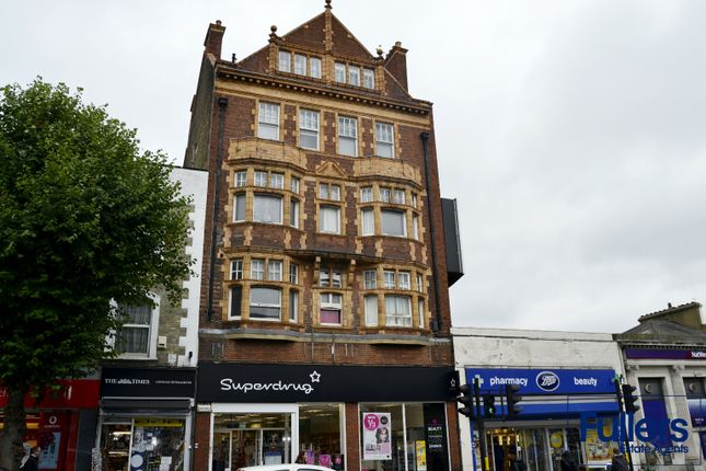 Flat to rent in High Road, Woodside Park