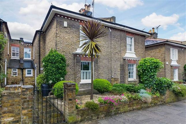 Thumbnail Cottage to rent in Coalecroft Road, Putney