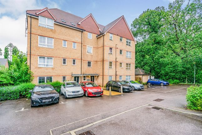 Thumbnail Flat for sale in Sparrowhawk Place, Hatfield