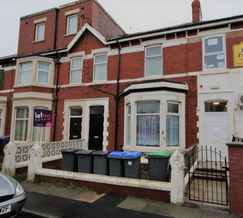 Thumbnail Flat to rent in Warbreck Drive, Bispham, Blackpool