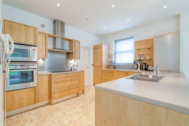 Kitchen of Shaftesbury Drive, Fairfield, Hitchin SG5