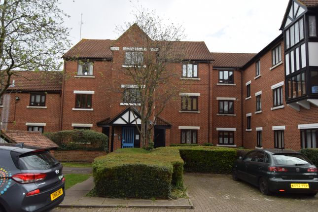 Thumbnail Flat for sale in Tawny Close, Feltham