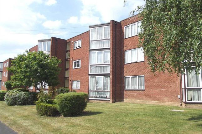 Thumbnail Flat to rent in New Road, Broxbourne