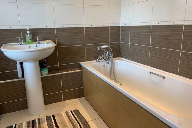Bathroom of Hattern Avenue, Leicester LE4