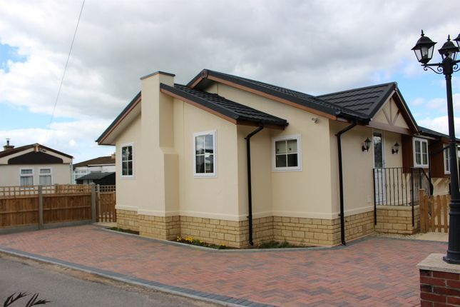 Thumbnail Mobile/park home for sale in Primrose Hill Residential Park, Charlton Mackrell, Somerton