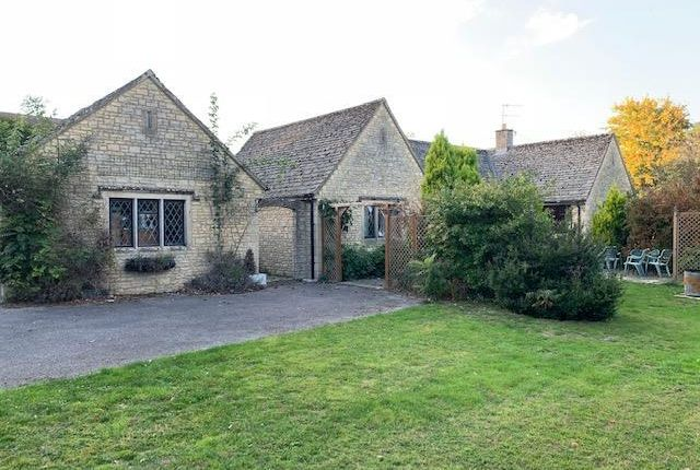 Thumbnail Bungalow to rent in High Street, Shipton-Under-Wychwood, Chipping Norton