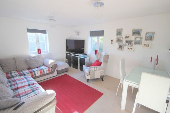Thumbnail Flat for sale in Spiller Close, Bishopton, Stratford-Upon-Avon