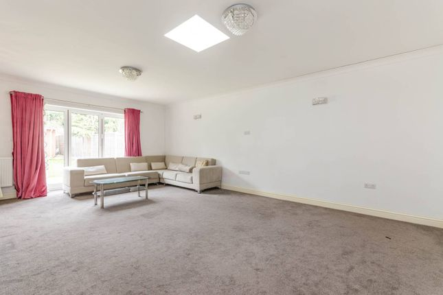 Thumbnail Bungalow for sale in The Vale, Heston