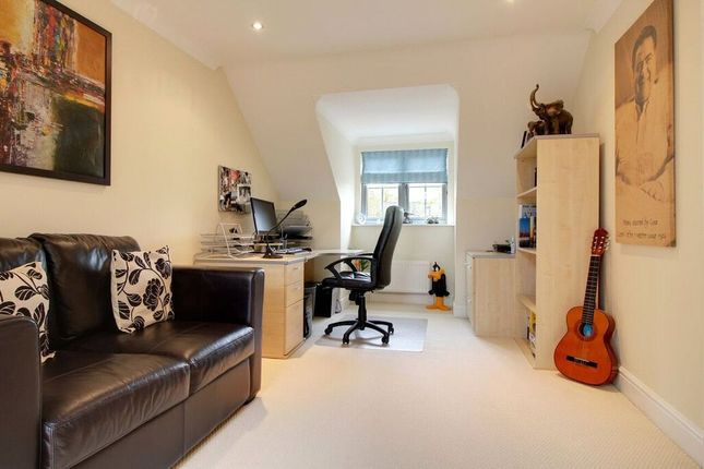 Picture No. 05 of Caribou Close, Woodley, Reading, Berkshire RG5