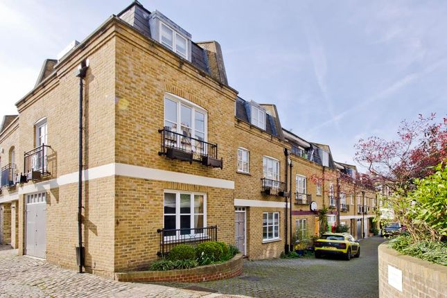 Thumbnail Property for sale in Ledbury Mews West, London