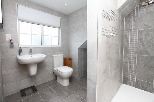 Ensuite of Micawber Avenue, Hillingdon UB8