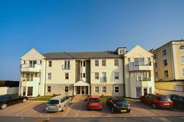 2 bed flat to rent in Pentire Avenue, Newquay TR7