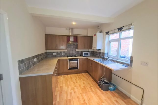 3 bed terraced house to rent in Albion Street, Oadby, Leicester LE2