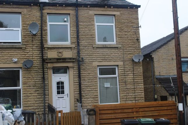 4 bed terraced house to rent in Cross Lane, Primrose Hill, Huddersfield
