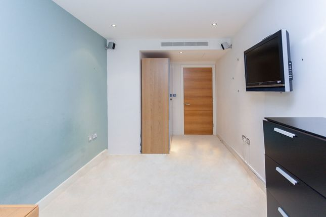 Thumbnail Flat to rent in The Boulevard, London