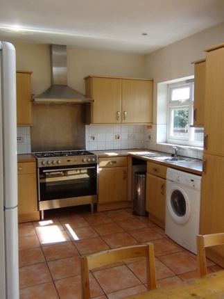 5 bed terraced house to rent in Franlaw Crescent, Palmers Green, London