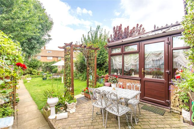 Picture No. 07 of Homestead Way, New Addington, Croydon, Surrey CR0
