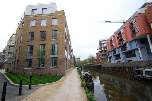 2 bed flat to rent in Langan House, Canary Wharf