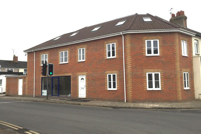 Thumbnail Flat to rent in Ferndale Road, Swindon