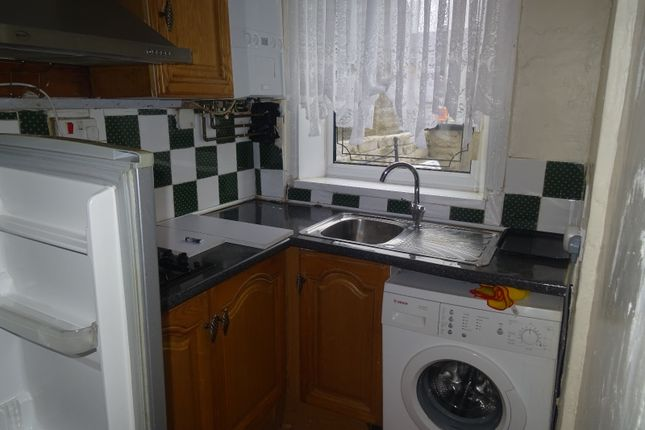 Thumbnail Terraced house to rent in Kensington Street, Bradford