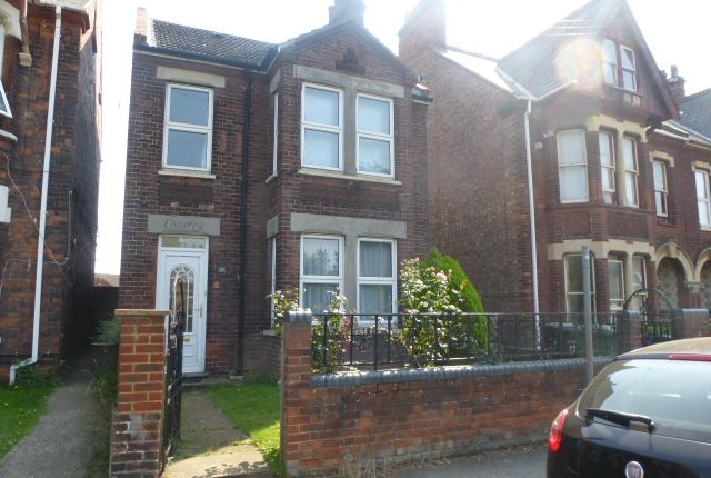 Thumbnail Shared accommodation to rent in Tennyson Avenue, King's Lynn