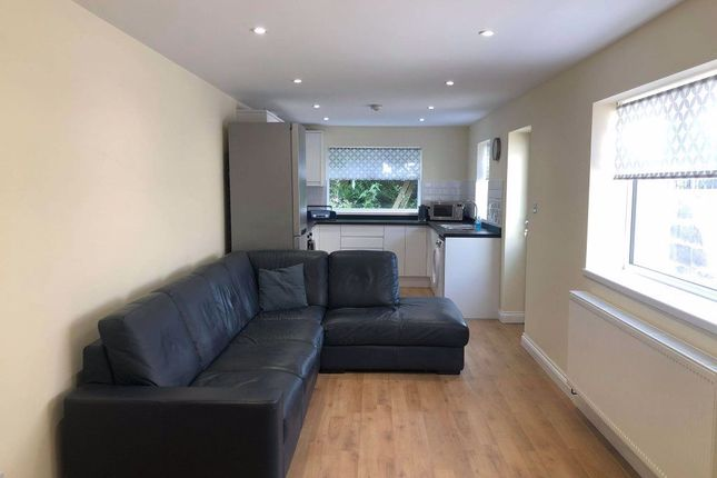 3 bed property to rent in Mackintosh Place, Roath, ( 3 Bed ) CF24
