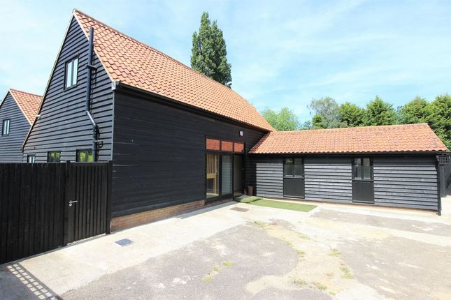 Thumbnail Barn conversion to rent in Hoe Lane, Nazeing, Waltham Abbey