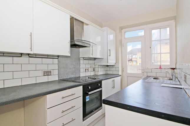 2 bed flat for sale in Thurbarn Road, London SE6