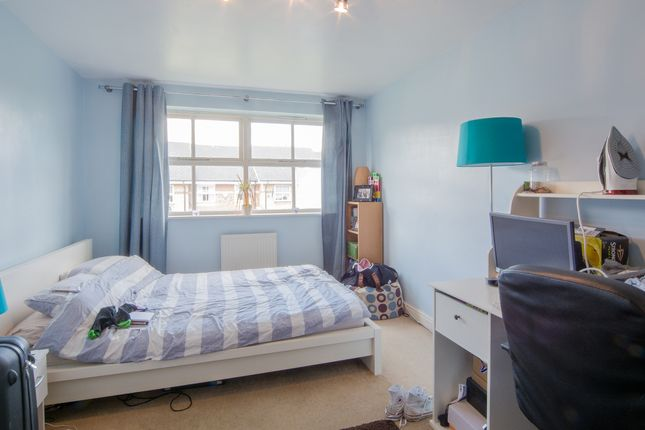 Shared accommodation to rent in Leigh Hunt Drive, London