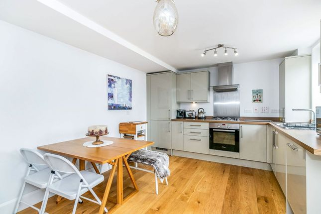 1 bed flat for sale in High Street, Hampton Wick, Kingston Upon Thames KT1