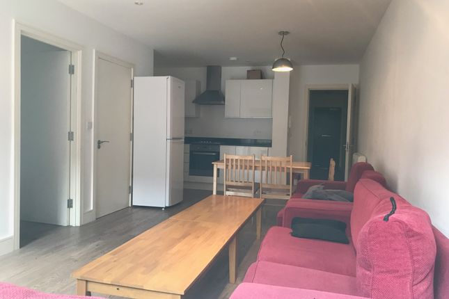 4 bed flat to rent in Church Terrace, Hendon