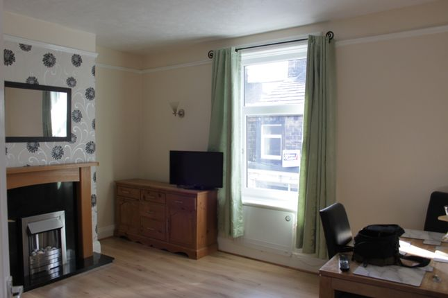 Thumbnail Flat to rent in Briggate, Silsden, Keighley