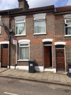 Thumbnail Terraced house to rent in Ashton Road, Luton