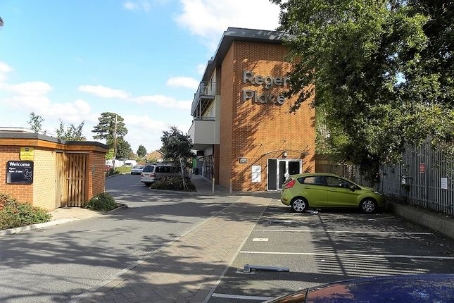 1 bed flat to rent in Hersham Road, Walton On Thames KT12