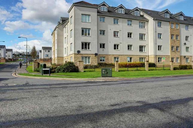 Flat in  Queens Crescent  Livingston E Edinburgh