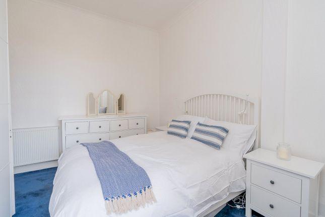 Bedroom 1 Alt of Iona Street, Edinburgh EH6