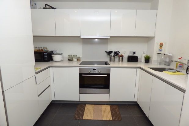 2 bed flat to rent in Keats Apartments, Safron Square, Croydon CR0.