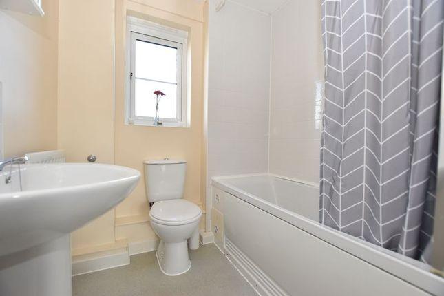 Bathroom of Renaissance Gardens, Plymouth PL2
