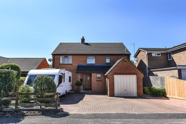 Thumbnail Detached house to rent in Edgeworth Drive, Carterton