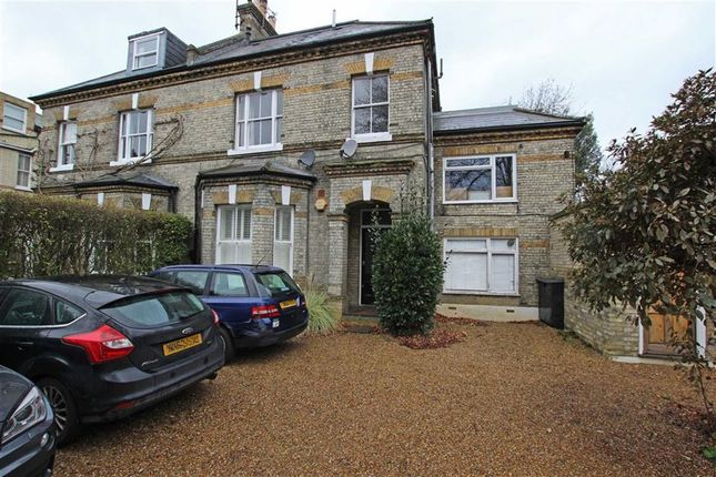 Flat to rent in Keswick Road, London