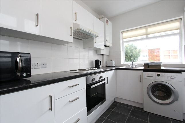 4 bed detached house to rent in Hendale Avenue, London NW4