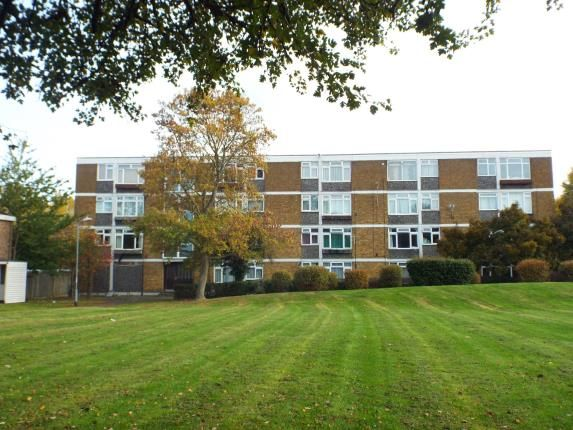 Thumbnail Flat for sale in Pamplins, Basildon