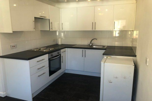 2 bed flat to rent in High Street, Southminster CM0