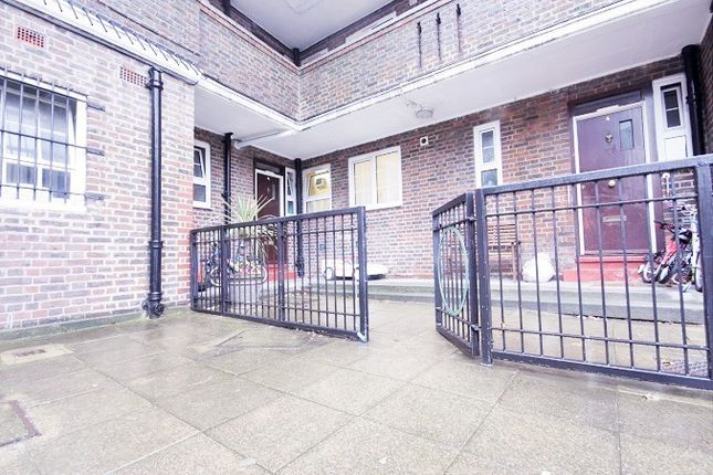 Thumbnail Flat for sale in Cahir Street, Docklands