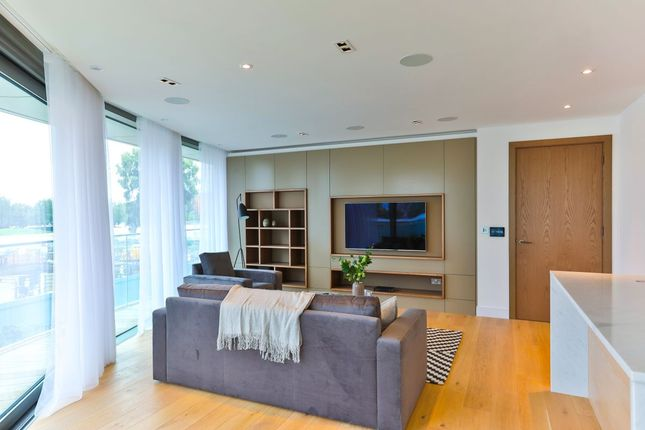 Thumbnail Flat for sale in Goldhurst House, London