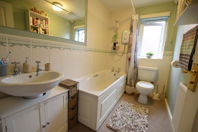 Bathroom of Temple Road, Scunthorpe DN17
