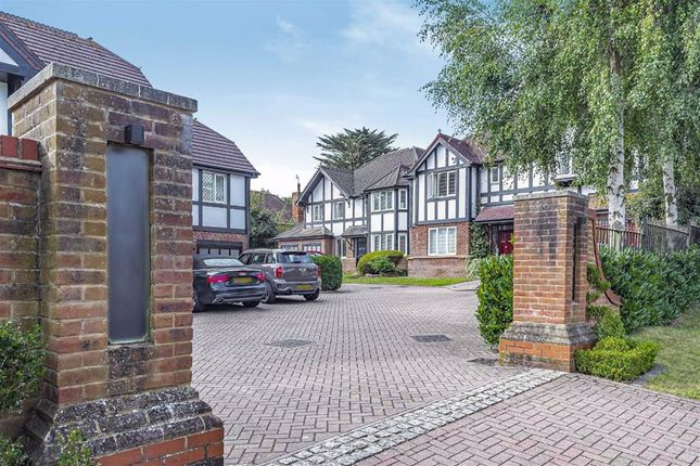 Thumbnail Property for sale in Chiltern Close, Bushey