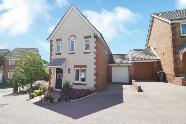 Thumbnail Link-detached house for sale in Fairfield Way, Stevenage