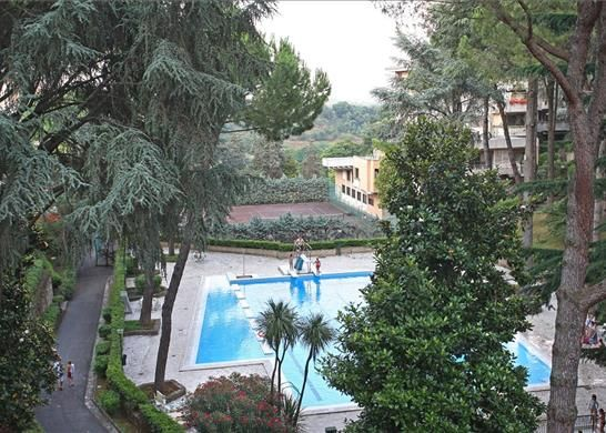 4 bed apartment for sale in Rome, Italy
